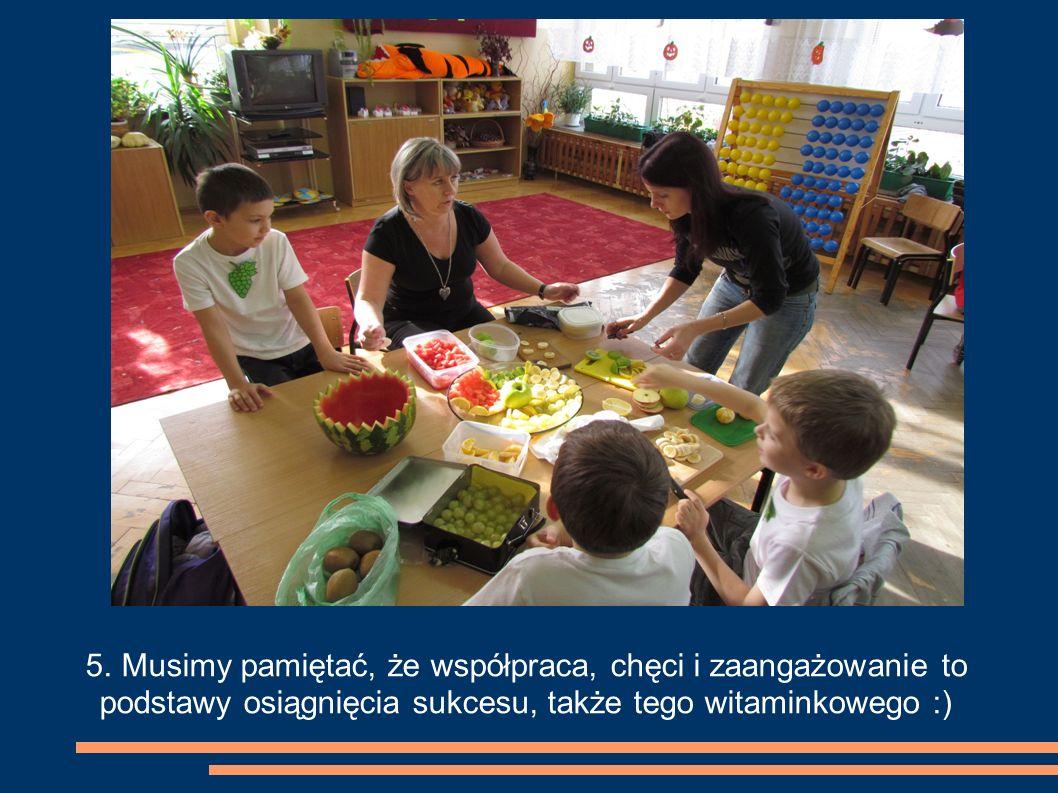 6. Zawsze możemy liczyć na pomoc babci, a później z dumą prezentować nasze zdrowe posiłki.