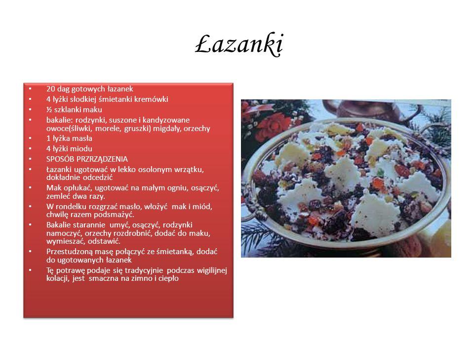 Łazanki 20 dag gotowych łazanek 4 łyżki słodkiej śmietanki kremówki ½ szklanki maku bakalie: rodzynki, suszone i kandyzowane owoce(śliwki, morele, gru