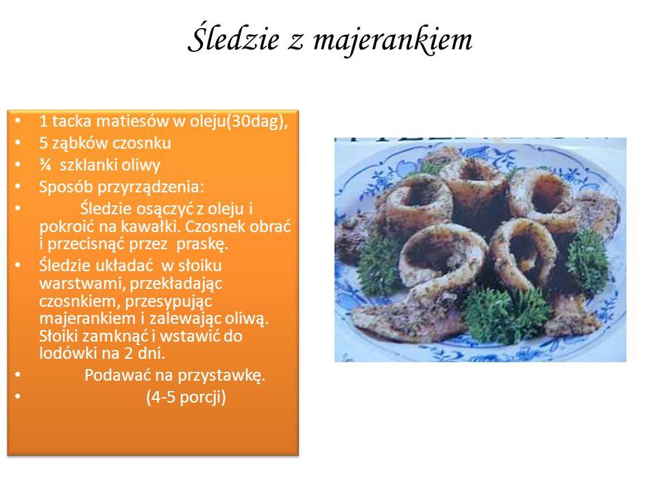 Śledzie z majerankiem 1 tacka matiesów w oleju(30dag), 5 ząbków czosnku ¾ szklanki oliwy Sposób przyrządzenia: Śledzie osączyć z oleju i pokroić na ka