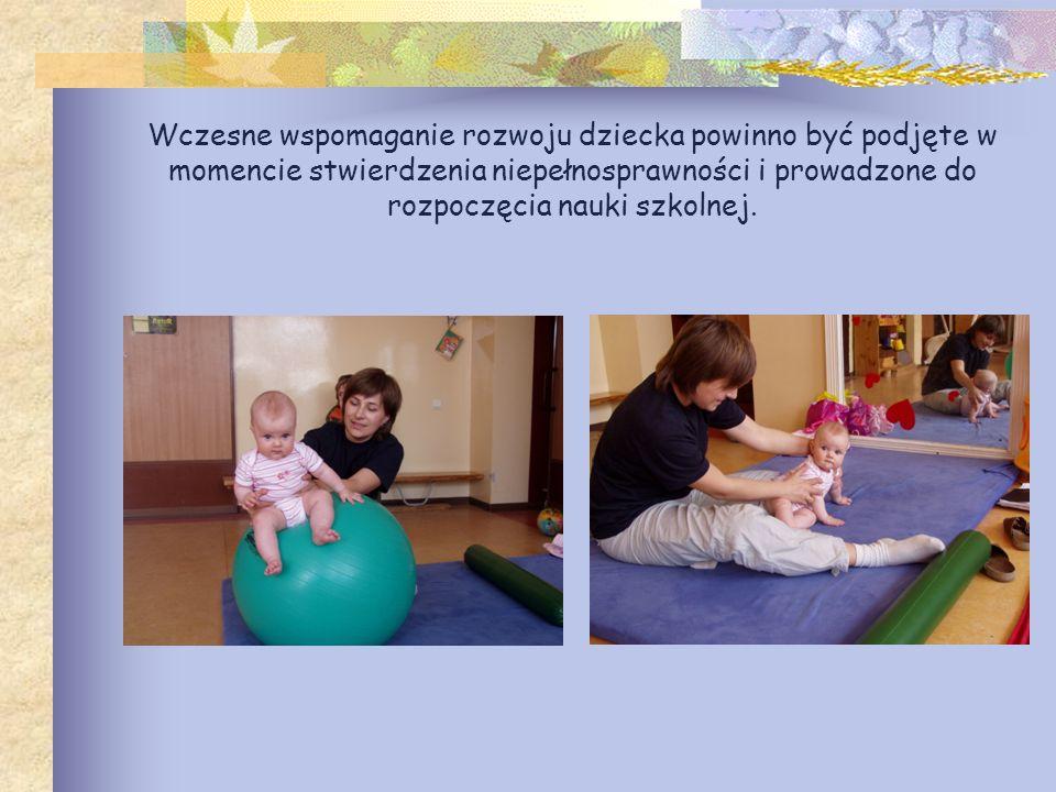 Zajęcia wczesnego wspomagania prowadzą rehabilitanci i terapeuci posiadający znajomość podstaw fizjologiczno- psychologicznych procesów rozwojowych dziecka.