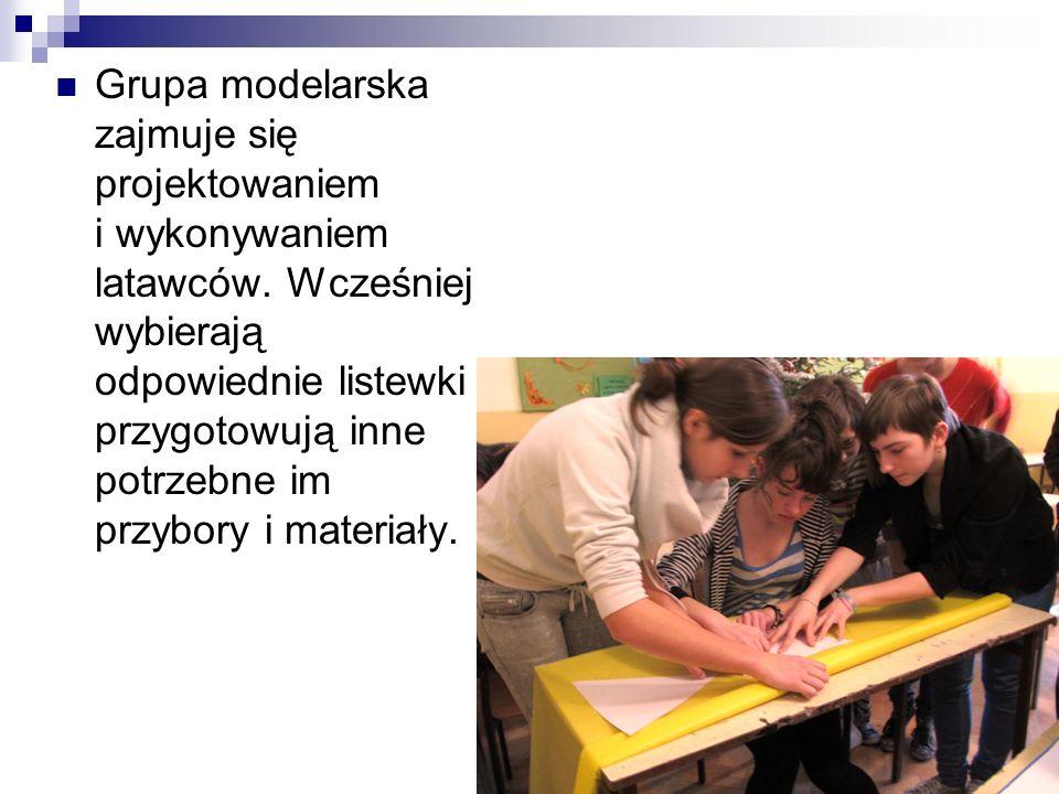 Grupa ta spotyka się po lekcjach, aby na podstawie pewnych kroków stworzyć wspaniały, kolorowy latawiec.