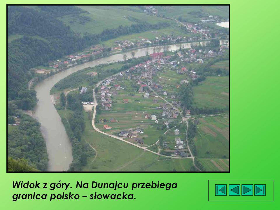 Widok z góry. Na Dunajcu przebiega granica polsko – słowacka.