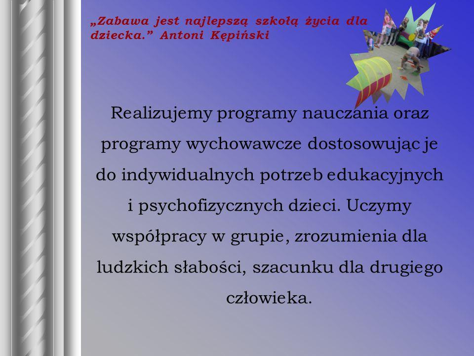 Realizujemy programy nauczania oraz programy wychowawcze dostosowując je do indywidualnych potrzeb edukacyjnych i psychofizycznych dzieci.