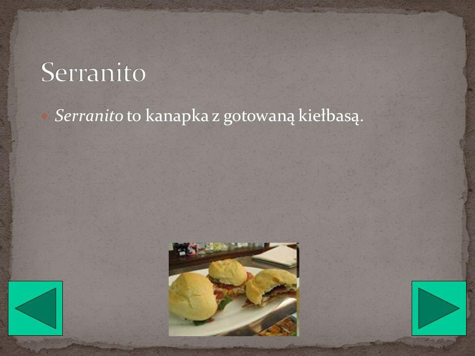 Patatas Bravas są to ziemniaki pokrojone w kostkę, smażone w głębokim tłuszczu, i polane sosem.