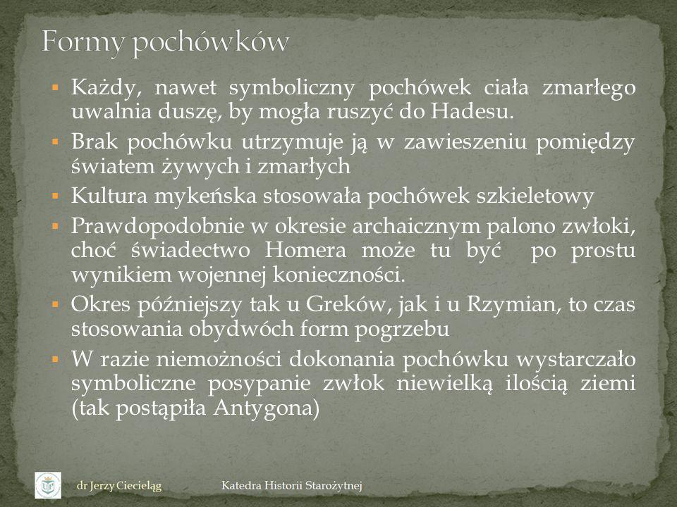 Przy crematio na placu ustrinum ustawiano stos ( rogus, bustum, pyra ).