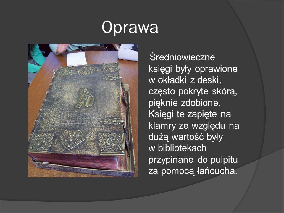 Oprawa Średniowieczne księgi były oprawione w okładki z deski, często pokryte skórą, pięknie zdobione. Księgi te zapięte na klamry ze względu na dużą