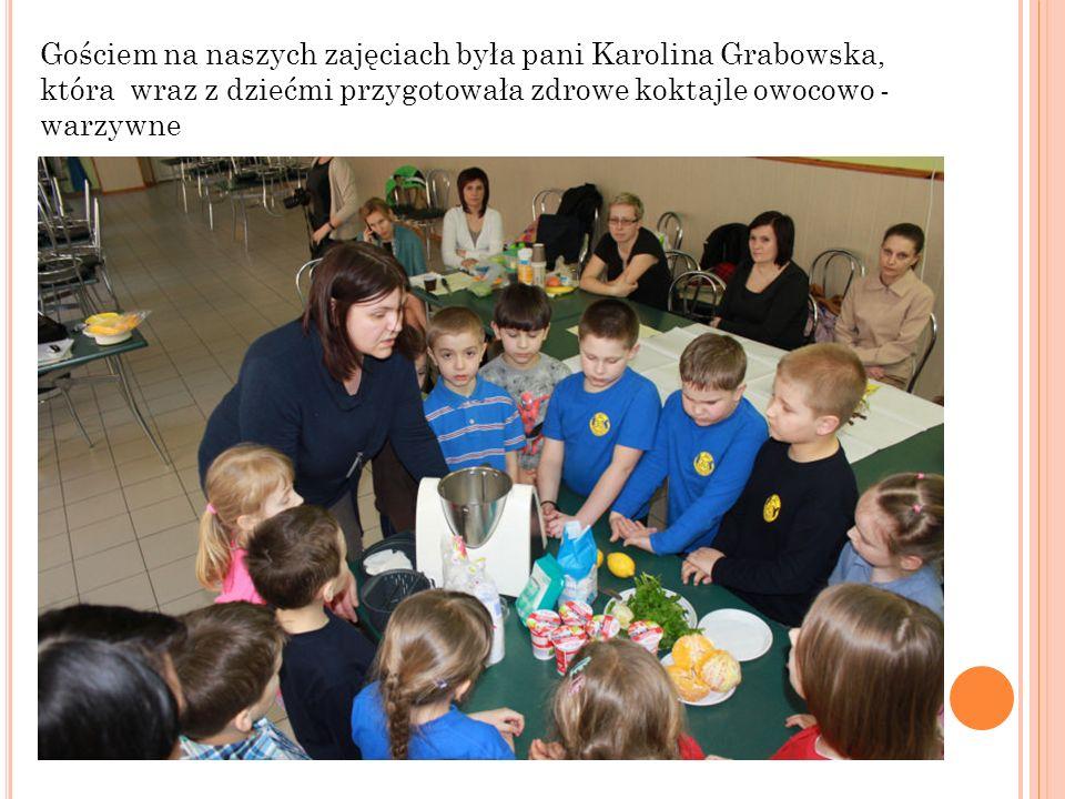 Gościem na naszych zajęciach była pani Karolina Grabowska, która wraz z dziećmi przygotowała zdrowe koktajle owocowo - warzywne