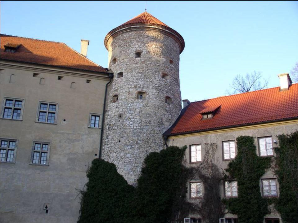 W 1842 roku zamek kupił od Wielopolskich Jan Mieroszewski, a w 1846 roku odziedziczył go po ojcu Sobiesław August Mieroszewski.