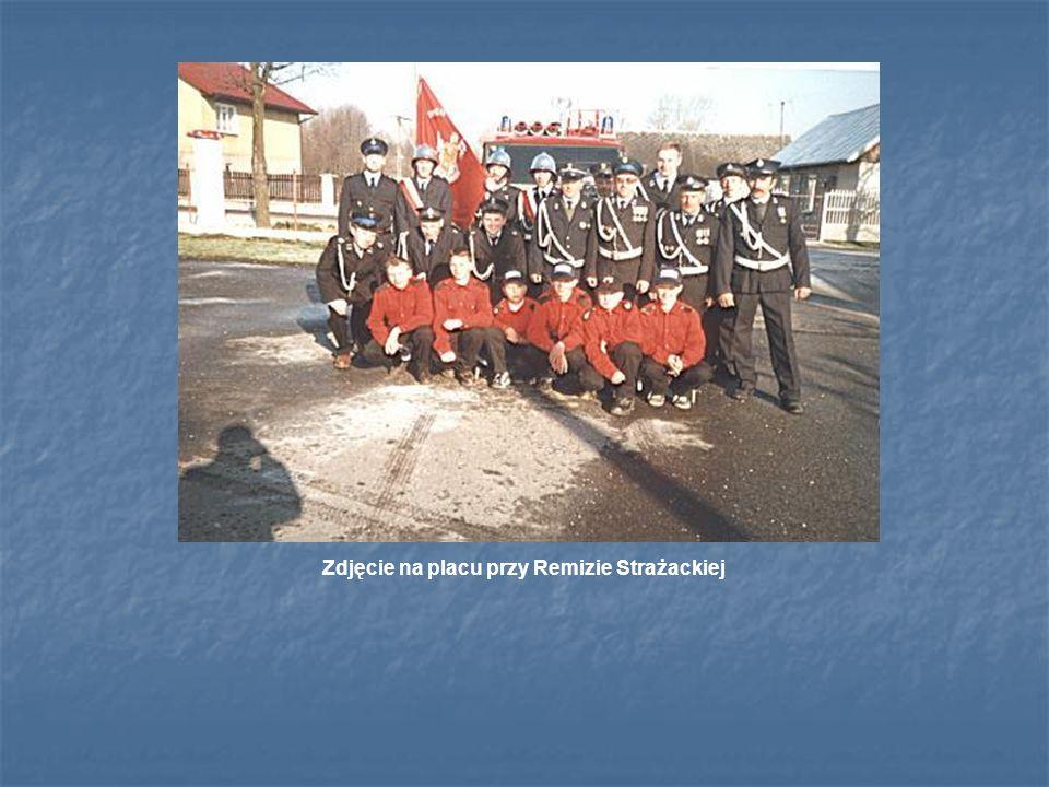 Zdjęcie na placu przy Remizie Strażackiej