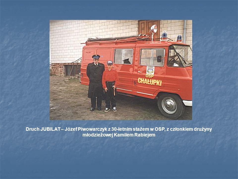 Druch JUBILAT – Józef Piwowarczyk z 30-letnim stażem w OSP, z członkiem drużyny młodzieżowej Kamilem Rabiejem