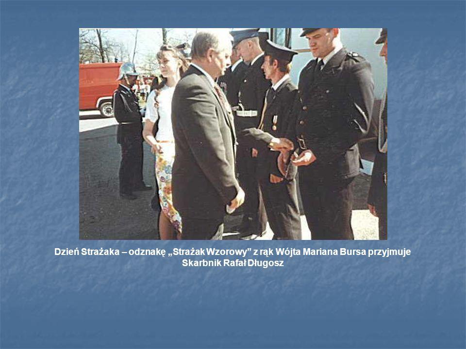 Dzień Strażaka – odznakę Strażak Wzorowy z rąk Wójta Mariana Bursa przyjmuje Skarbnik Rafał Długosz