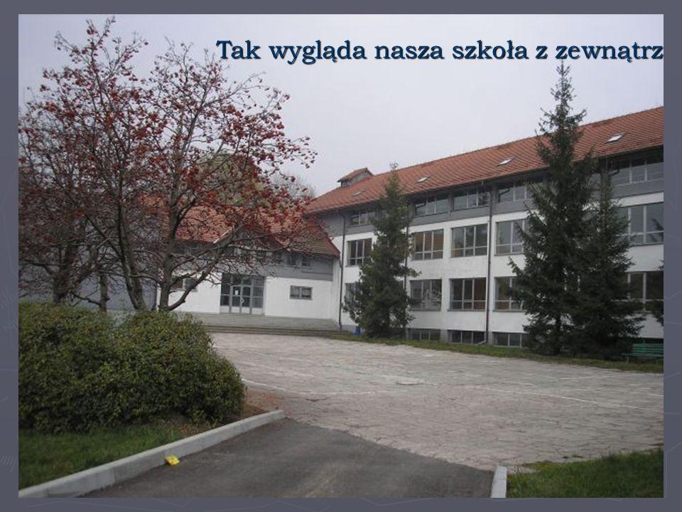 Nasza szkoła liczy 280 uczniów, w wieku od siedmiu do trzynastu lat, uczęszczających do 13 oddziałów.