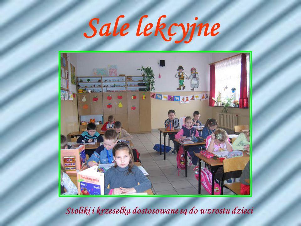 Sale lekcyjne Nauczanie początkowe Stoliki i krzesełka dostosowane są do wzrostu dzieci