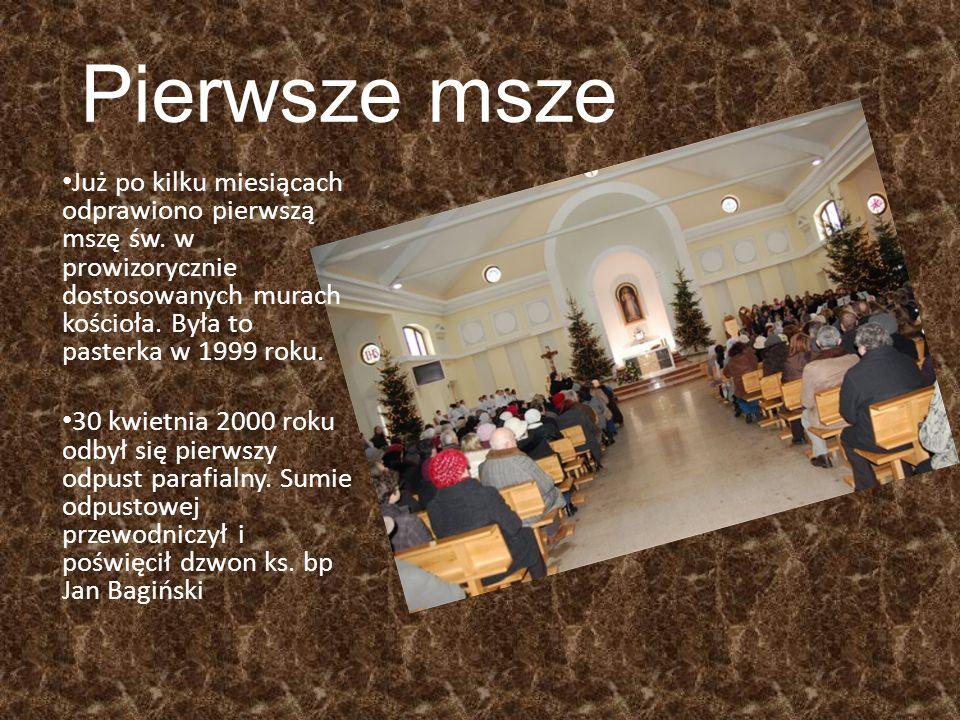 Pierwsze msze Już po kilku miesiącach odprawiono pierwszą mszę św.
