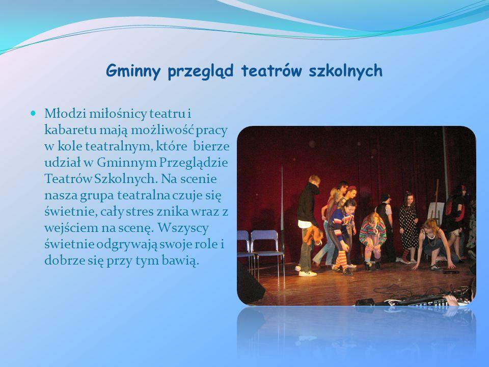 Gminny przegląd teatrów szkolnych Młodzi miłośnicy teatru i kabaretu mają możliwość pracy w kole teatralnym, które bierze udział w Gminnym Przeglądzie