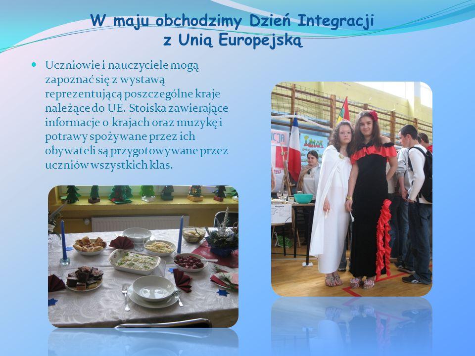 W maju obchodzimy Dzień Integracji z Unią Europejską Uczniowie i nauczyciele mogą zapoznać się z wystawą reprezentującą poszczególne kraje należące do