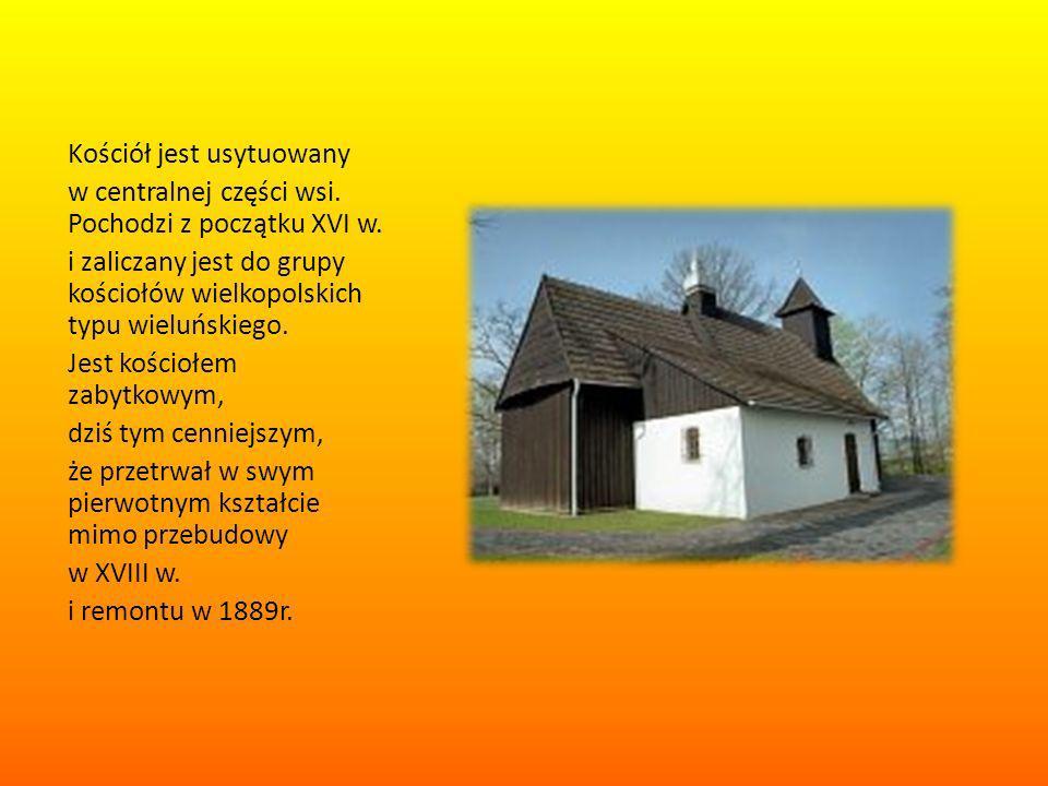 Kościół jest usytuowany w centralnej części wsi. Pochodzi z początku XVI w. i zaliczany jest do grupy kościołów wielkopolskich typu wieluńskiego. Jest