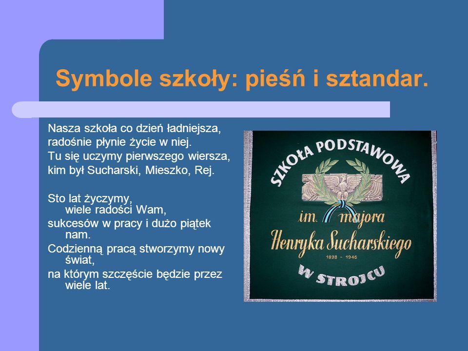 Symbole szkoły: pieśń i sztandar. Nasza szkoła co dzień ładniejsza, radośnie płynie życie w niej. Tu się uczymy pierwszego wiersza, kim był Sucharski,
