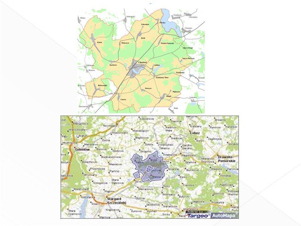 Przez gminę prowadzą droga krajowa nr 20 łącząca Chociwel ze Stargardem Szczecińskim (26 km) i Węgorzynem (15 km) oraz wojewódzkie nr 144 do Dobrej (14 km), a przy południowo-zachodniej granicy także nr 142 łącząca Lisowo (5 km od Chociwla) ze skrzyżowaniem z drogą krajową nr 3 koło Szczecina (36 km).