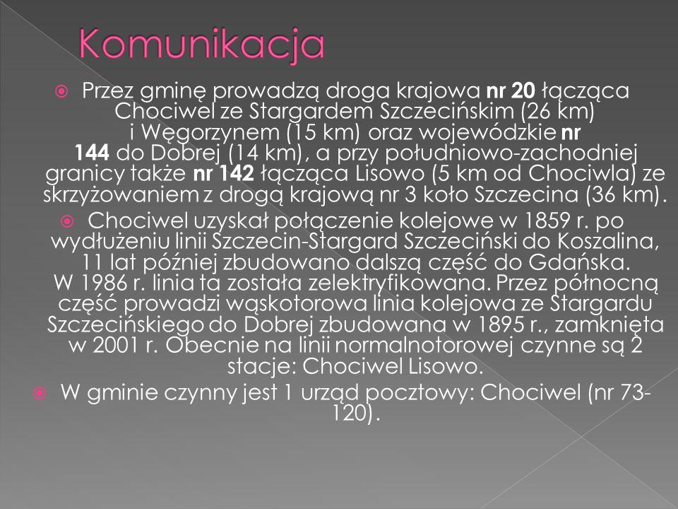 Przez gminę prowadzą droga krajowa nr 20 łącząca Chociwel ze Stargardem Szczecińskim (26 km) i Węgorzynem (15 km) oraz wojewódzkie nr 144 do Dobrej (1
