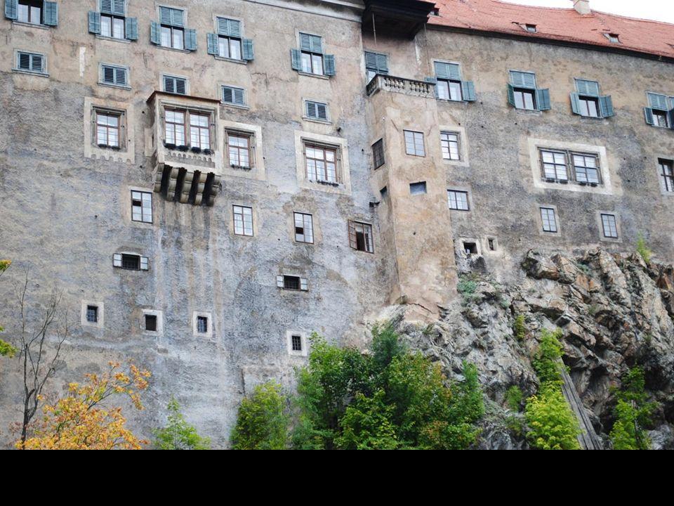 Miasto leżące nad brzegami wijącej się w tym miejscu Wełtawy powstało wokół XIII-wiecznego zamku.