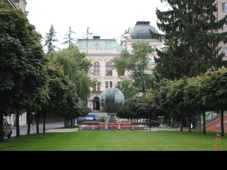 Litomyšl jest miastem założonym na przełomie X i XI wieku przy szlaku handlowym łączącym Czechy z Morawami. Nad miastem góruje renesansowy zamek zbudo
