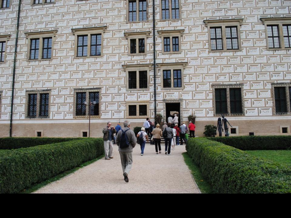 Zamek i zespół zamkowy Renesansowy zamek z drugiej połowy XVI wieku jest przykładem arkadowego zamku, wzniesionego pod wpływem włoskim. Pomimo moderni