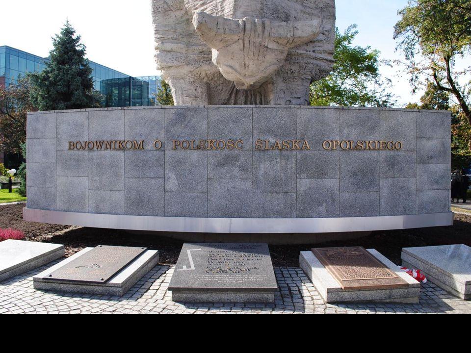 Opolska Nike. Autorem pomnika stojącego na Placu Wolności jest opolanin Jan Borowczyk.
