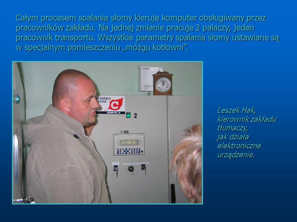 Całym procesem spalania słomy kieruje komputer obsługiwany przez pracowników zakładu. Na jednej zmianie pracuje 2 palaczy, jeden pracownik transportu.