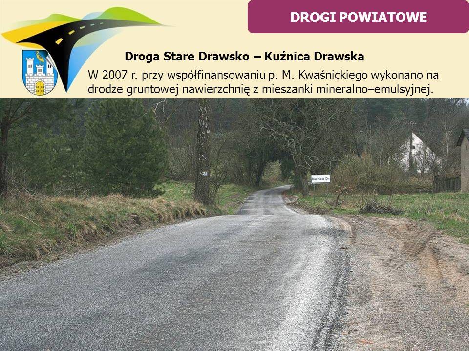 W 2007 r. przy współfinansowaniu p. M. Kwaśnickiego wykonano na drodze gruntowej nawierzchnię z mieszanki mineralno–emulsyjnej. DROGI POWIATOWE Droga