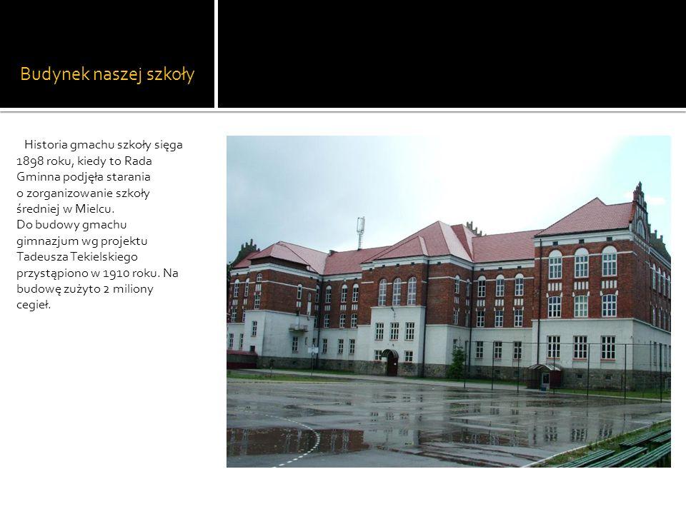 Budynek naszej szkoły Historia gmachu szkoły sięga 1898 roku, kiedy to Rada Gminna podjęła starania o zorganizowanie szkoły średniej w Mielcu. Do budo