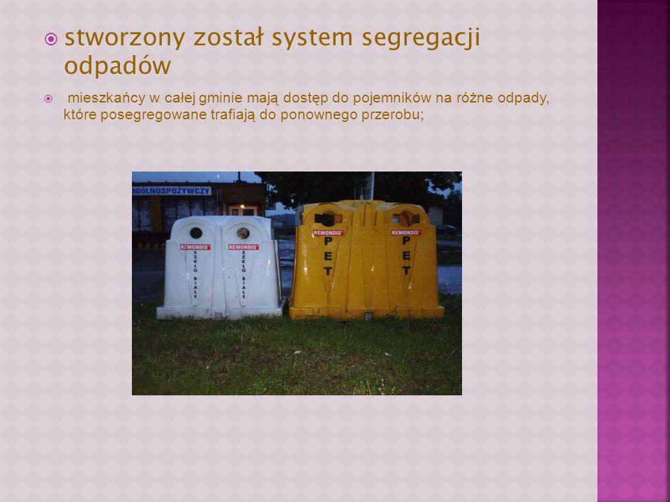 stworzony został system segregacji odpadów mieszkańcy w całej gminie mają dostęp do pojemników na różne odpady, które posegregowane trafiają do ponownego przerobu;