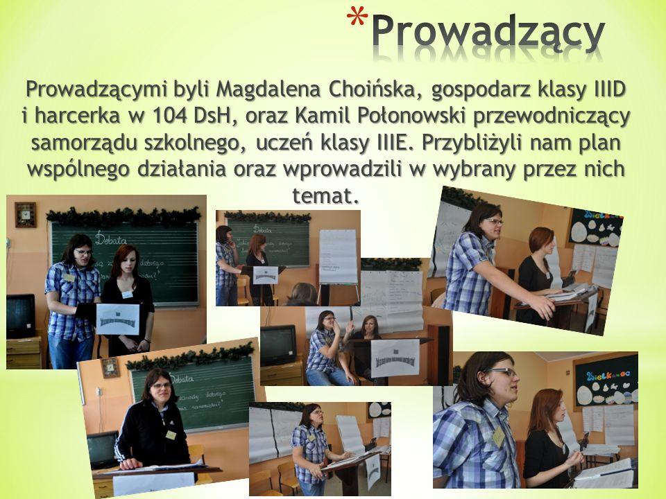 Prowadzącymi byli Magdalena Choińska, gospodarz klasy IIID i harcerka w 104 DsH, oraz Kamil Połonowski przewodniczący samorządu szkolnego, uczeń klasy