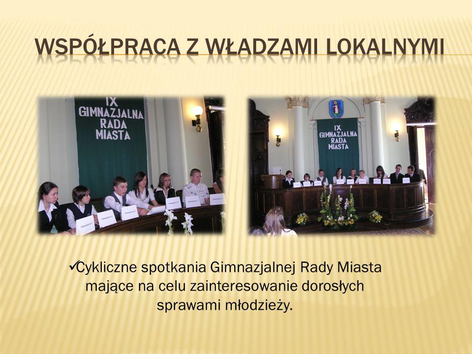 Cykliczne spotkania Gimnazjalnej Rady Miasta mające na celu zainteresowanie dorosłych sprawami młodzieży.