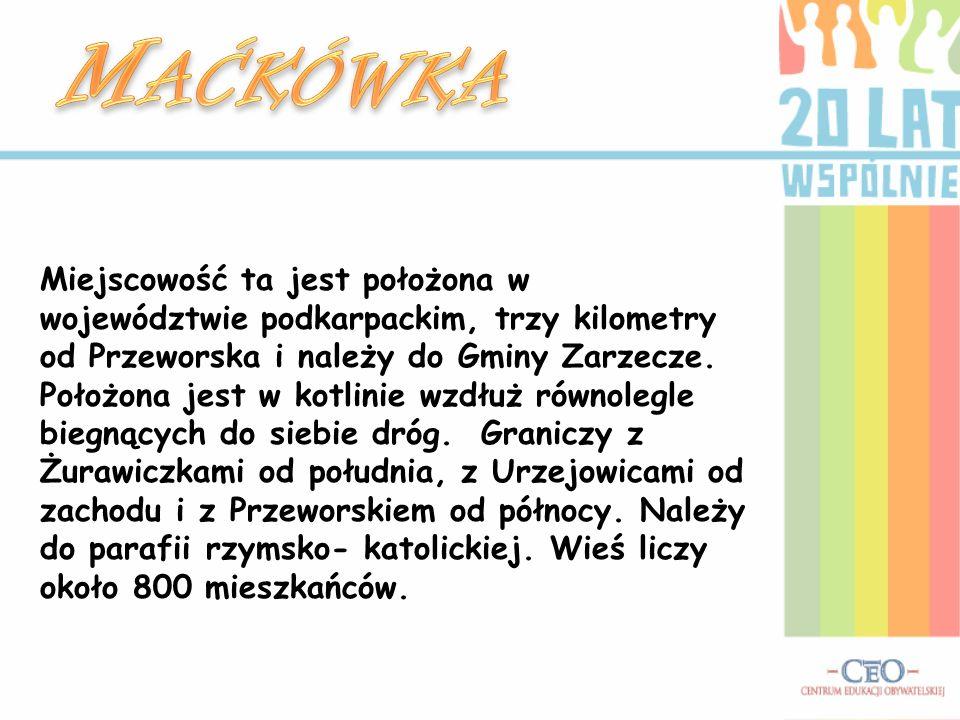 Miejscowość ta jest położona w województwie podkarpackim, trzy kilometry od Przeworska i należy do Gminy Zarzecze. Położona jest w kotlinie wzdłuż rów