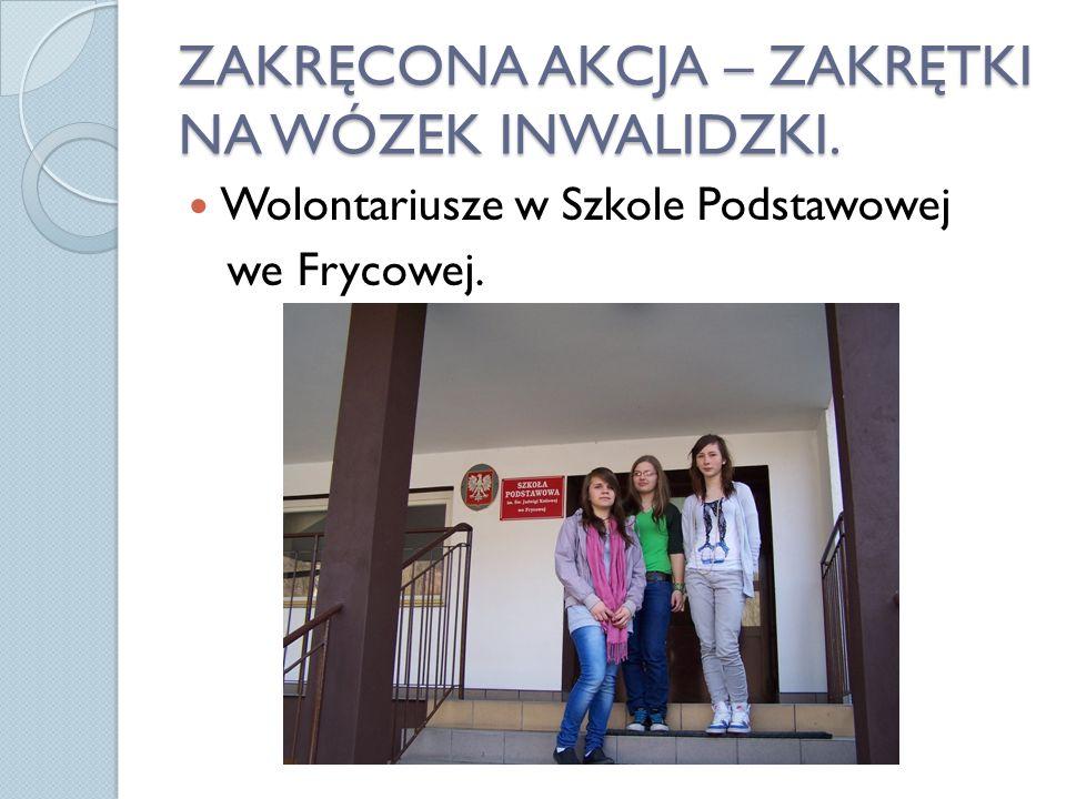 ZAKRĘCONA AKCJA – ZAKRĘTKI NA WÓZEK INWALIDZKI. Wolontariusze w Szkole Podstawowej we Frycowej.