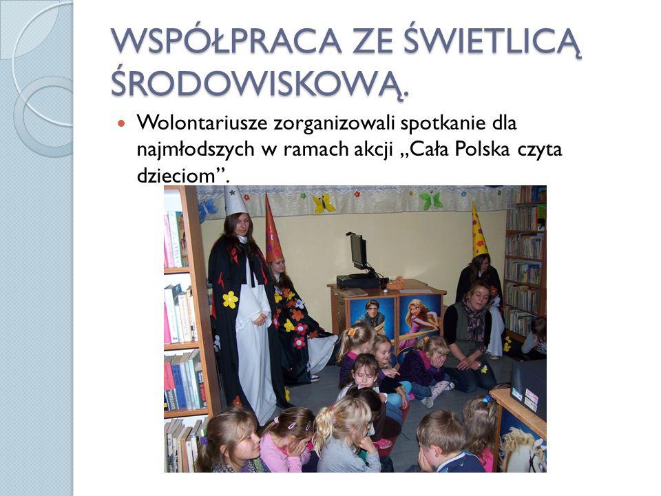 WSPÓŁPRACA ZE ŚWIETLICĄ ŚRODOWISKOWĄ. Wolontariusze zorganizowali spotkanie dla najmłodszych w ramach akcji Cała Polska czyta dzieciom.