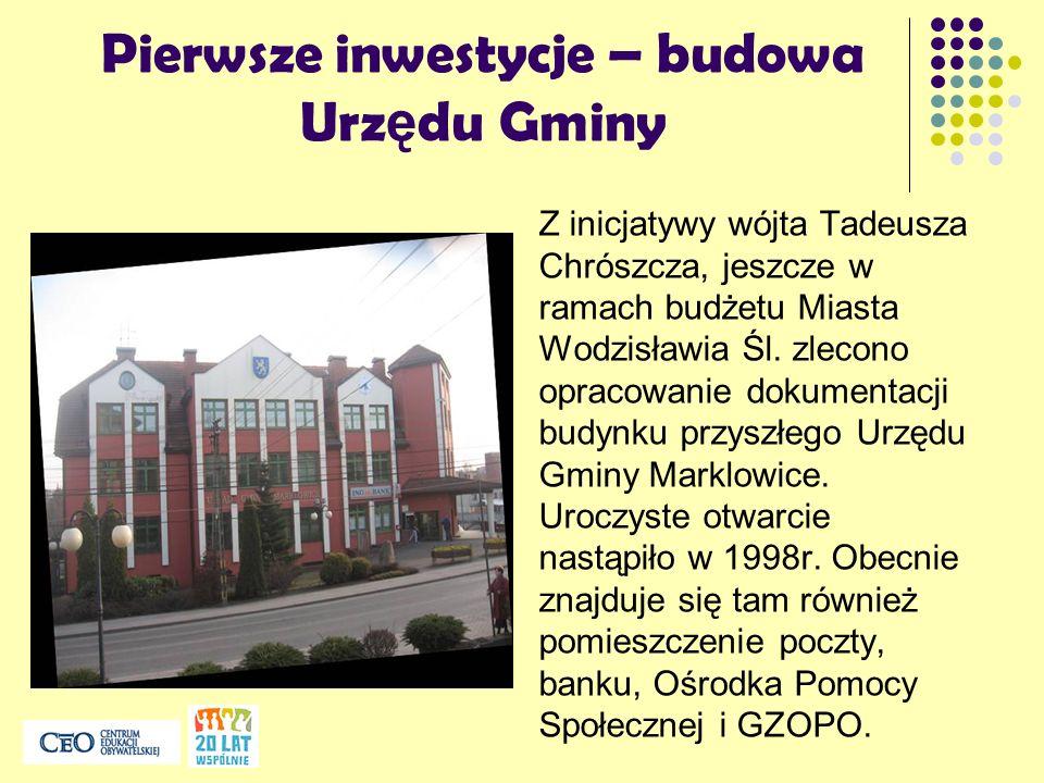 Pierwsze inwestycje – budowa Urz ę du Gminy Z inicjatywy wójta Tadeusza Chrószcza, jeszcze w ramach budżetu Miasta Wodzisławia Śl. zlecono opracowanie