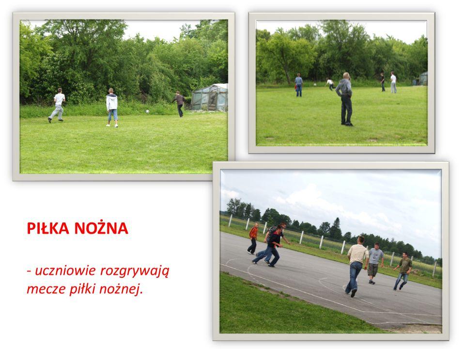 PIŁKA NOŻNA - uczniowie rozgrywają mecze piłki nożnej.