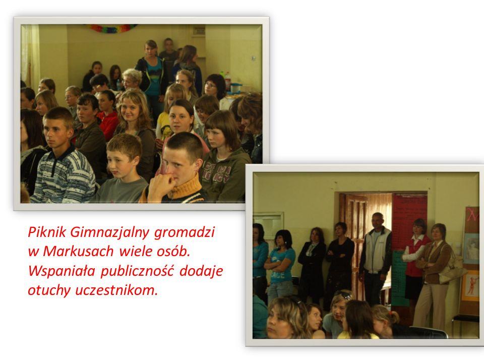 Piknik Gimnazjalny gromadzi w Markusach wiele osób. Wspaniała publiczność dodaje otuchy uczestnikom.