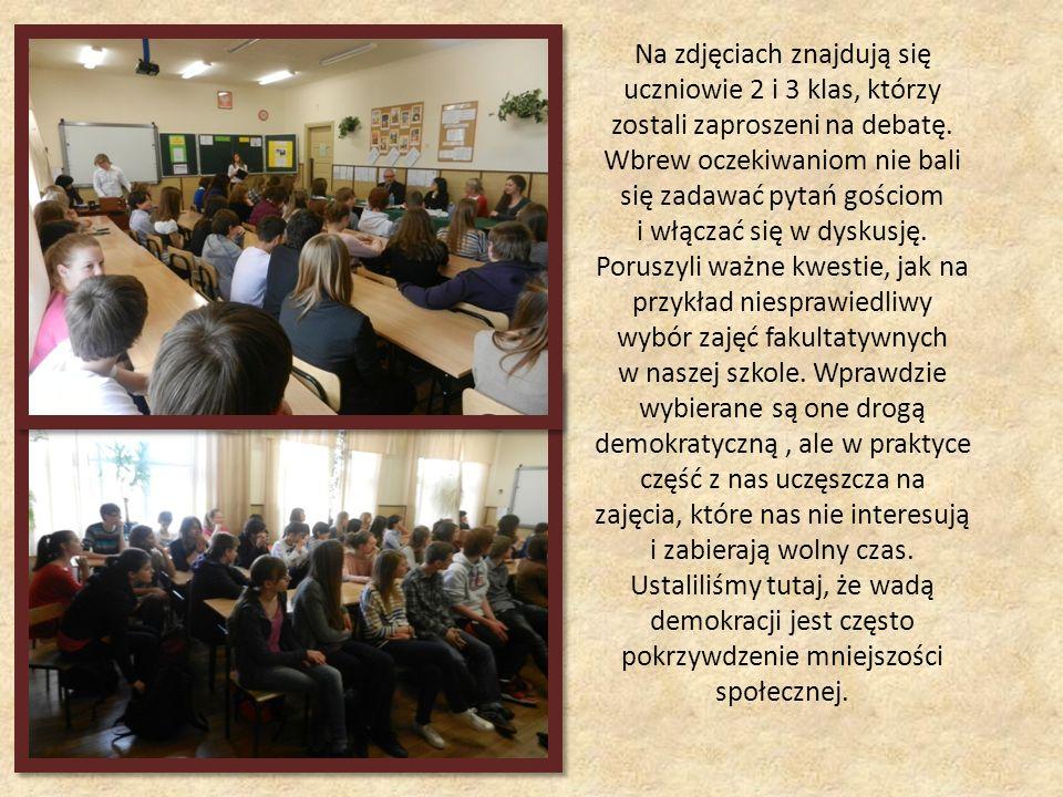 Na zdjęciach znajdują się uczniowie 2 i 3 klas, którzy zostali zaproszeni na debatę. Wbrew oczekiwaniom nie bali się zadawać pytań gościom i włączać s