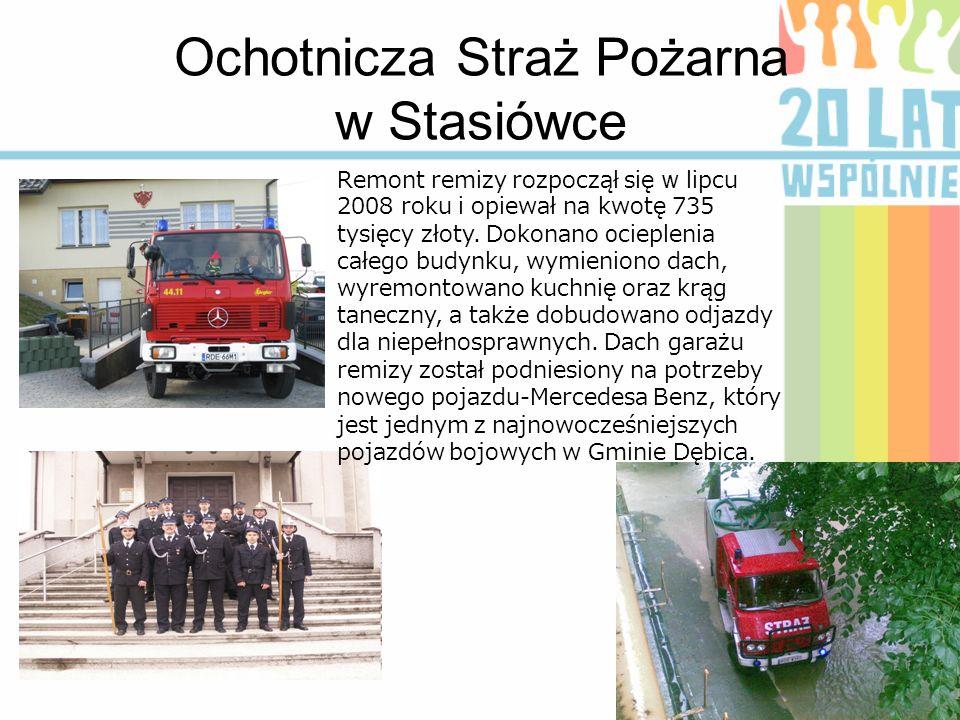 Ochotnicza Straż Pożarna w Stasiówce Remont remizy rozpoczął się w lipcu 2008 roku i opiewał na kwotę 735 tysięcy złoty. Dokonano o cieplenia całego b