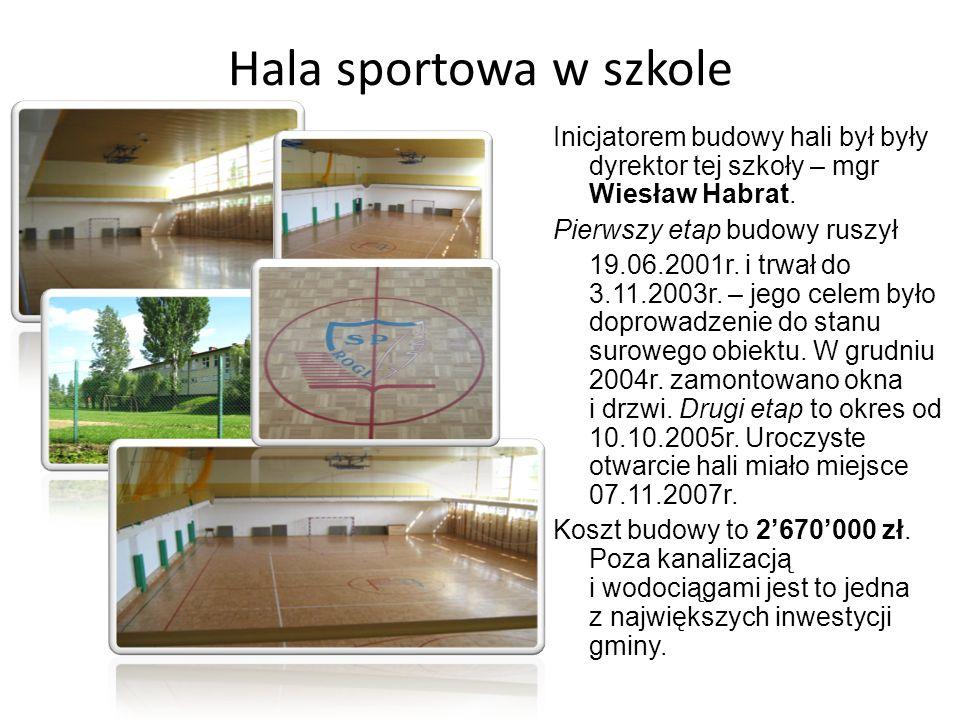 Hala sportowa w szkole Inicjatorem budowy hali był były dyrektor tej szkoły – mgr Wiesław Habrat. Pierwszy etap budowy ruszył 19.06.2001r. i trwał do