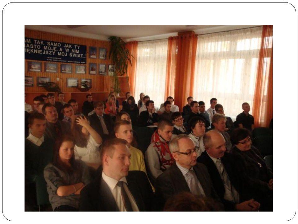 Sprawozdanie Okazuje si ę, ż e w Naszej szkole istnieje potrzeba organizowania debat na temat działalno ś ci samorz ą du szkolnego, jego współpracy z dyrekcj ą, nauczycielami i samymi uczniami.