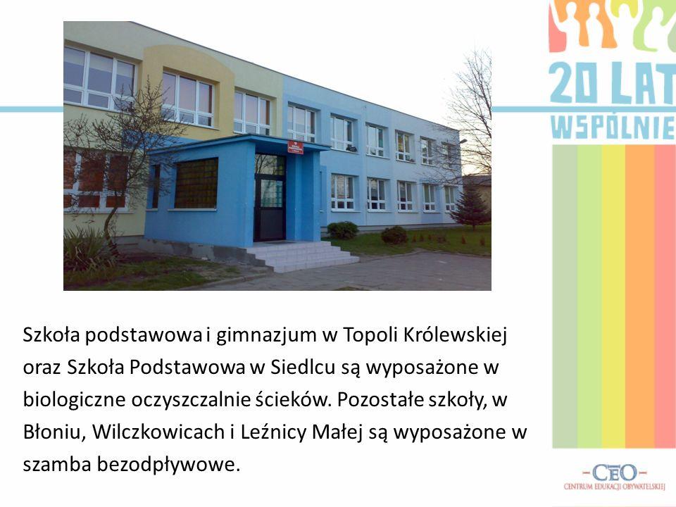 Szkoła podstawowa i gimnazjum w Topoli Królewskiej oraz Szkoła Podstawowa w Siedlcu są wyposażone w biologiczne oczyszczalnie ścieków. Pozostałe szkoł