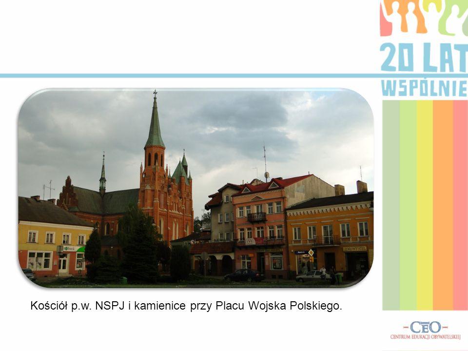 Kościół p.w. NSPJ i kamienice przy Placu Wojska Polskiego.