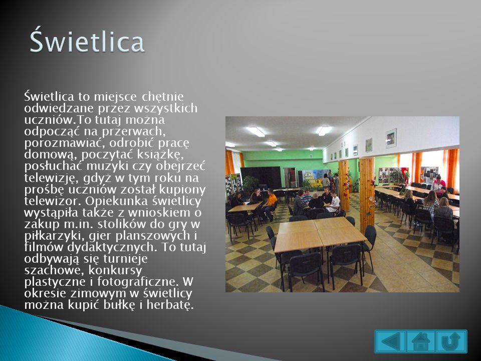 Świetlica to miejsce chętnie odwiedzane przez wszystkich uczniów.To tutaj można odpocząć na przerwach, porozmawiać, odrobić pracę domową, poczytać ksi