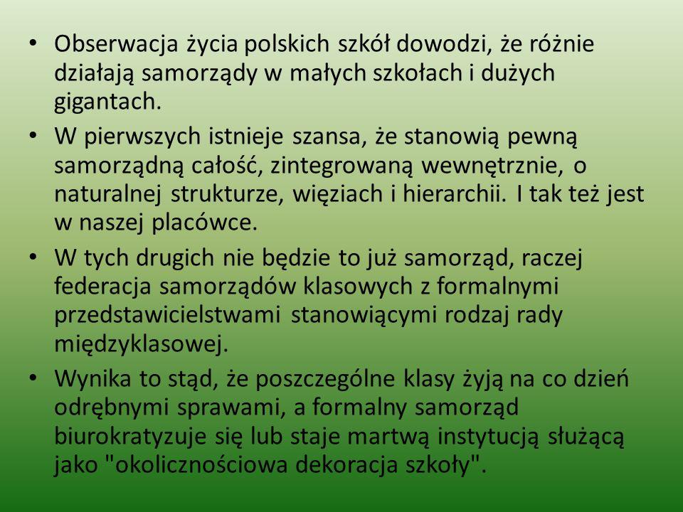 Obserwacja życia polskich szkół dowodzi, że różnie działają samorządy w małych szkołach i dużych gigantach.