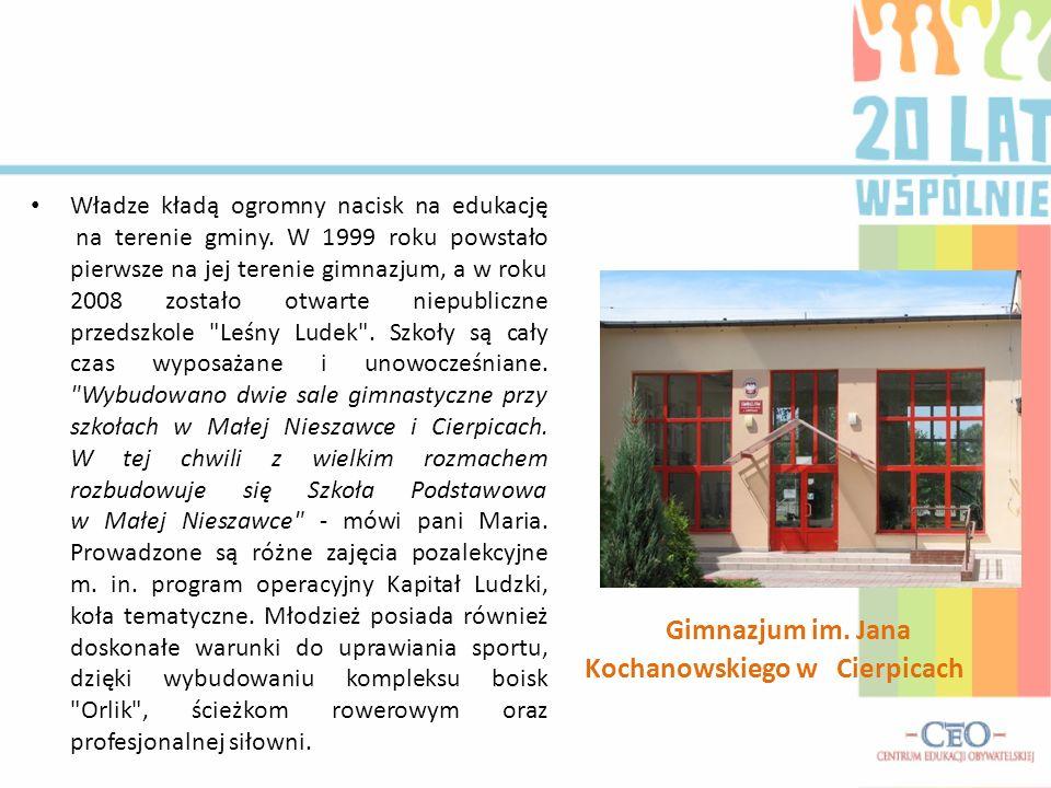 Władze kładą ogromny nacisk na edukację na terenie gminy. W 1999 roku powstało pierwsze na jej terenie gimnazjum, a w roku 2008 zostało otwarte niepub