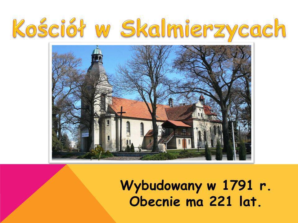 Ten budynek ma 24 okna. Wybudowany został w 1909 r.